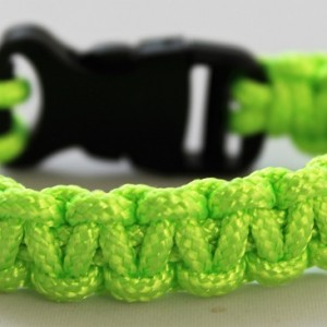 neon-paracord-armband